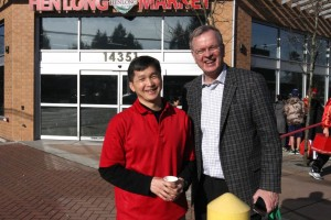 I am with Minh Ngo, Business Development Manager for Henlong Market. Henlong Market on 104th Avenue hosted a lively Lunar New Year celebration!